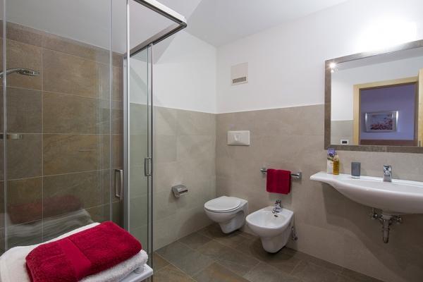 Lujanta Bathroom